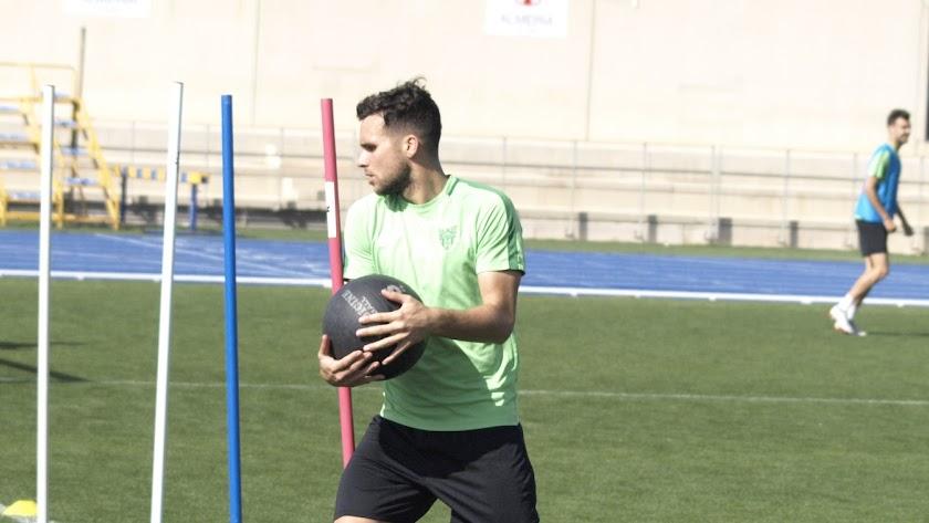 Álvaro Giménez en el entrenamiento de este miércoles.