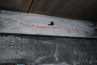 Photo: Jakob Ellemann-Jensen underskrift på hanebjælken