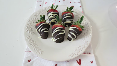 Photo: Chocolate Covered Strawberries - Sweet, juicy strawberries dipped in dark chocolate and drizzled in white chocolate.  http://www.peanutbutterandpeppers.com/2013/02/07/chocolate-covered-strawberries/  #chocolate   #chocolatestrawberries   #strawberries   #VelentinesDay