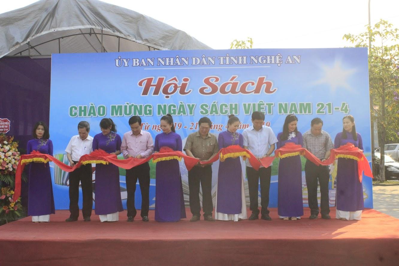 Lễ cắt băng khai mạc Hội sách chào mừng Ngày sách Việt Nam lần thứ 6