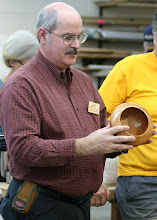 Photo: Steve Drake discusses the grain in his cherry bowl.