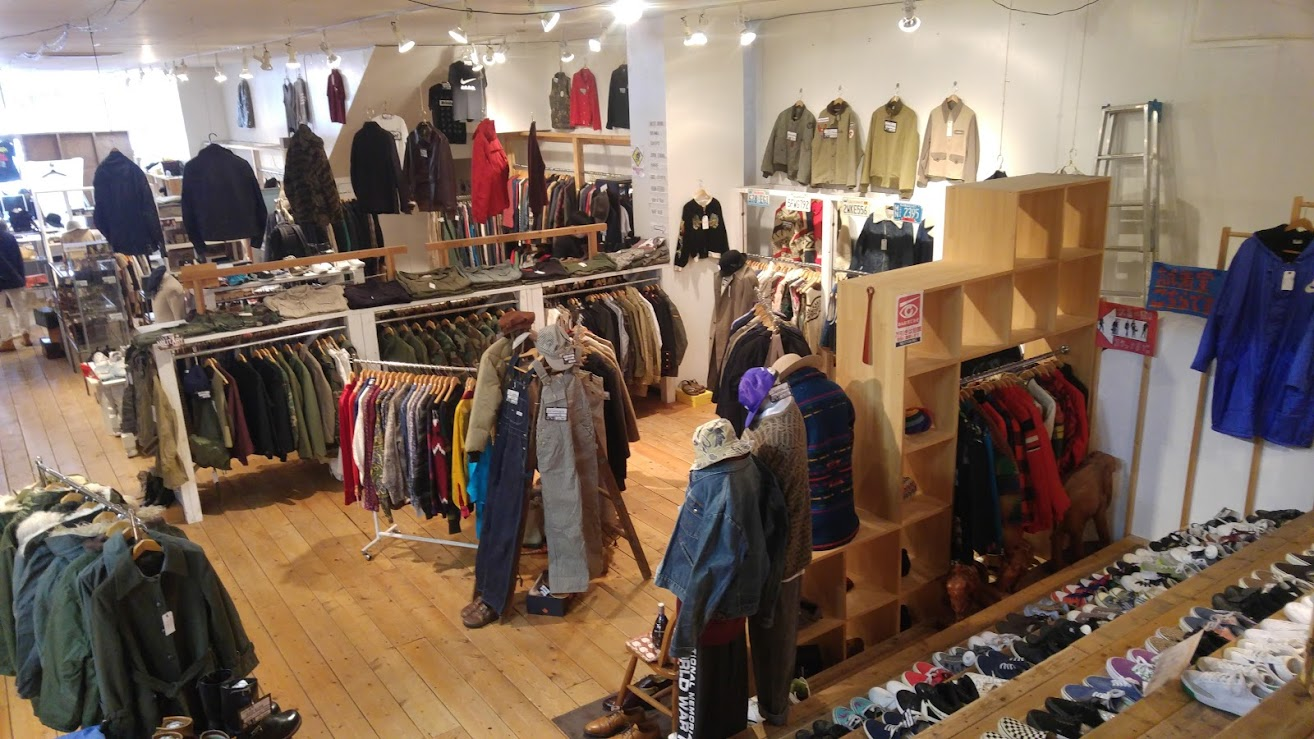 Men's wear side DESERT SNOW vintage and second-hand store in Niigata