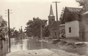 Photo: Felső utca, Győry Pityu bácsi, akitől a legtöbb kép van. Balról Horváth Jenő háza