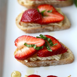 Crostini with Brie Cheese, Strawberries, Honey & Basil