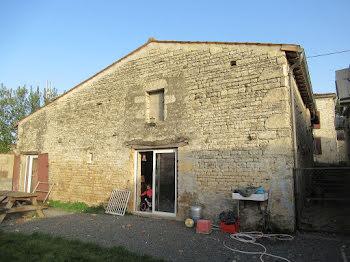 maison à Dampierre-sur-Boutonne (17)