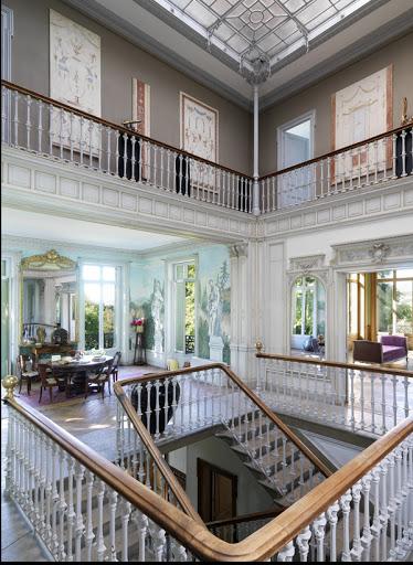 Salon et mezzanine décorés