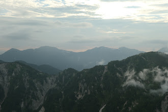 左から越中沢岳・鳶山・鷲岳など