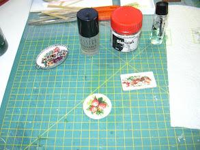 Photo: lak de plaatjes af met fimo of nagelak dit voor het niet uitlopen van de verf