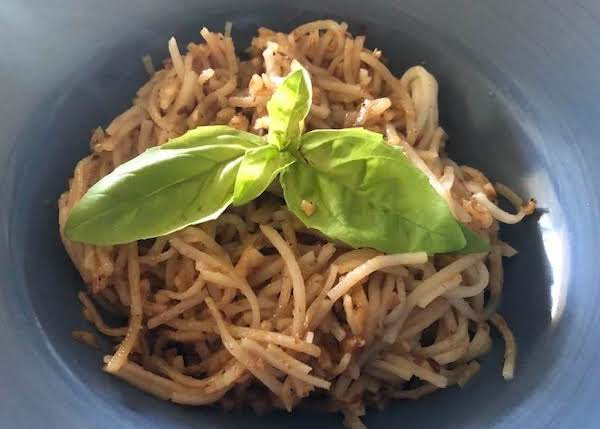 Pasta With Garlic And Shrimp Paste