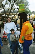 Photo: Pirkko Disneylandissä Hessua moikkaamassa