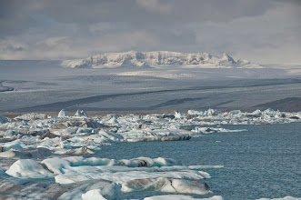 Photo: Aquí se puede ver en más detalle el glaciar (que ocupa una quinta parte de la isla) como acaba.