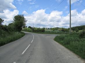 """Photo: Accès au P2 : prendre une voie sans issue à droite, direction les lieux dit """"La thibordière"""" et """"troupe"""""""