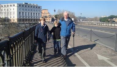 Photo: Rome, febr. 2011: Dick met Martine en de jongens