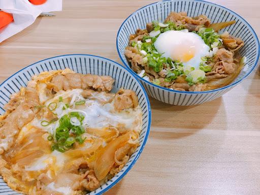 台南平價美食新地標❤️ 好吃的丼飯,還有烏龍麵可以選擇唷~喜歡炸物的人,一定要試看看唐揚炸雞唷~好吃指數滿分😍