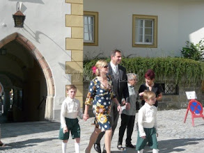 Photo: Count Vincenz and Countess Katharina of Schönborn-Buchheim with their sons Clemens and Philipp who where among the flower children