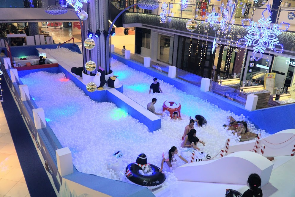 There's just something about White Christmas Playland @ I12 Katong