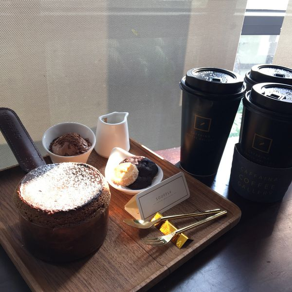 卡啡那Caffaina Coffee Gallery惠來店,氣派裝潢配上質感咖啡,高雄知名品牌,北上展店洽公閒聊都適合的咖啡廳,除了蛋糕甜點以外還有販售麵包 ( 惠中路二段 )