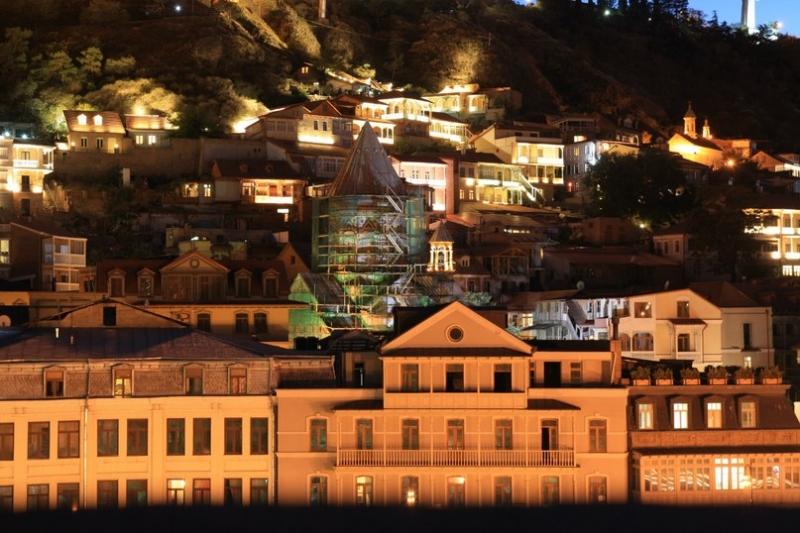 грузинські домівки ввечері