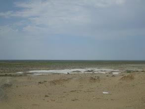 Photo: Zde kdysi byla hladina Aralského jezera (město Aral)
