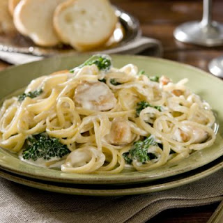 Garlicky Chicken And Broccoli Linguine Alfredo