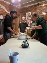 Photo: Mathieu, Damien, Nicolas, Mia à la paroisse de Sargatskoye