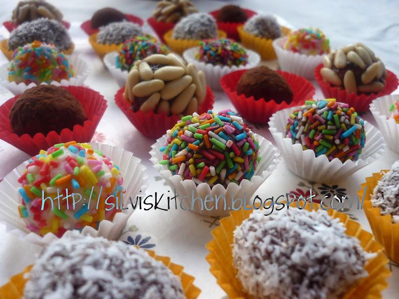Photo: http://silviskitchen.blogspot.com/ Palline di cocco con copertura fantasia