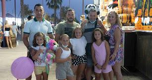 En la foto: Alma, Zoe, Antonio, Marina, María del Mar, Pepe, Manolo y Lola