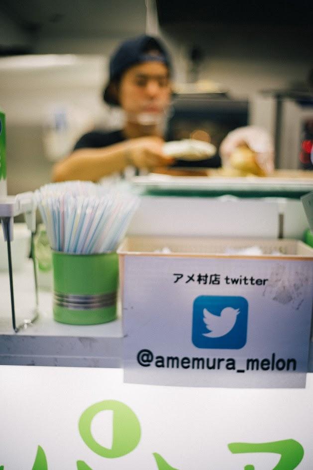 เที่ยวโอซาก้า: เมล่อนปังไอศครีมอบใหม่ที่อร่อยเป็นอันดับ 2 ของโลก