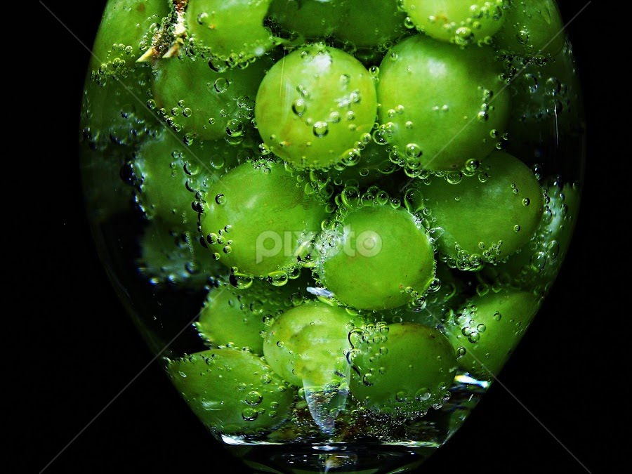 by Dipali S - Food & Drink Fruits & Vegetables ( water, wine, beer, sweet, grapes, fresh, drink, bubbles )