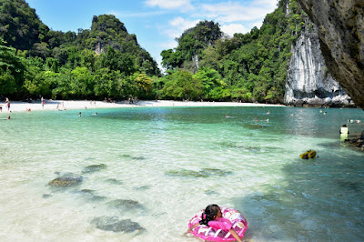 Hong Island Sightseeing Tour by Speed Boat from Krabi