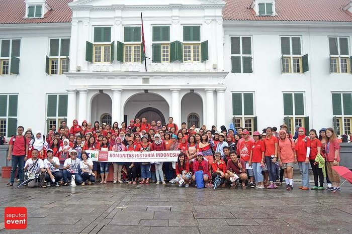 Members of komunitas historia indonesia