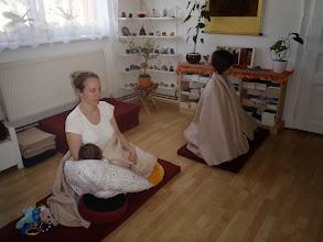 Photo: praktikující matky - mother yogies