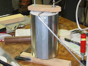 Photo: essai de blocage des tubes pour garder les mains libre pour former le tube sur le gabarit