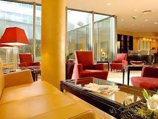 Hotel Courtyard By Marriott Flora