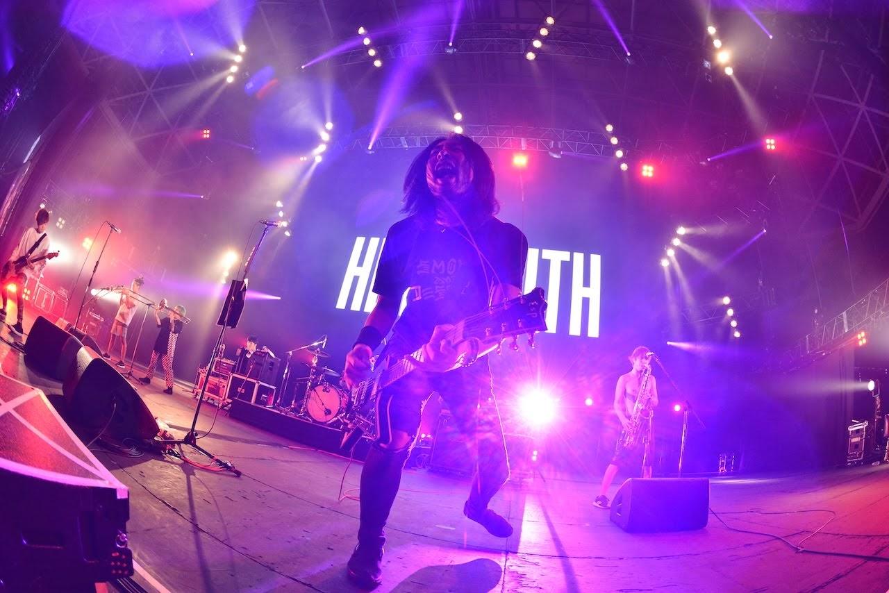 【迷迷現場】COUNTDOWN JAPAN 18/19 龐克樂團 HEY-SMITH 迎來  Koie( Crossfaith )與 Masato( coldrain )齊跳大腿舞