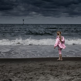 should i stay or should i go by Steve Struttmann - Babies & Children Children Candids ( water, clouds, sand, vacation, girl, waves, beach, storm, netherlands, spictures, luxembourg, kid )