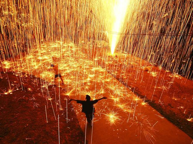 Lễ hội bắn pháo hoa rộn ràng ở Thái Lan.