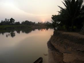 Photo: sur l'autre rive, le Togo