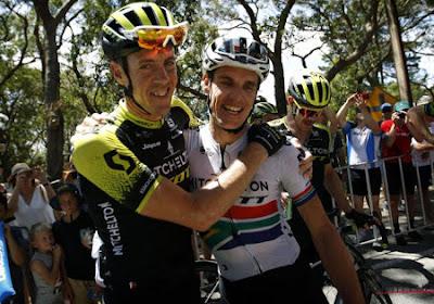 Daryl Impey draagt eindzege in Tour Down Under op aan afscheidnemende Mathew Hayman