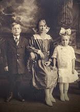 Photo: William T., Mary & Florence Osmundsen 1920