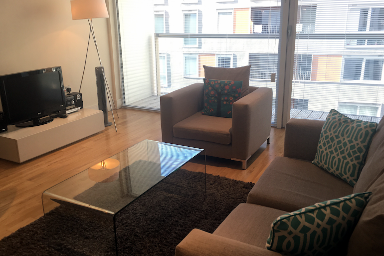 Bright living space at Canary Wharf Executive