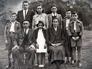 Photo: Familia Casado Borbolla: Monchi, Miguel, Lines, Poli, Luchi, Pepin. Abajo: Miguel (Molinero), Curra, y Paz.