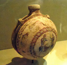 Photo: Terracotta flask c.600 BC, Staatliche Museen Berlin.