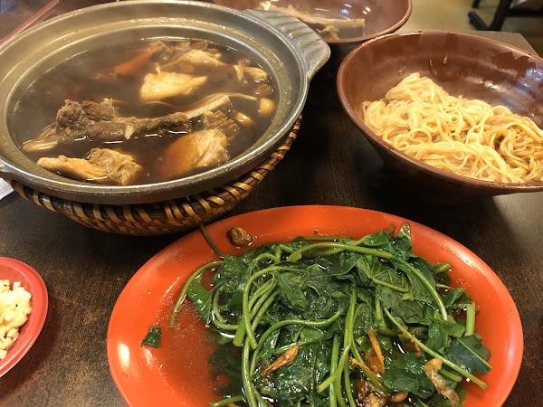 料多豐盛,湯頭是標準的馬來西亞肉骨湯