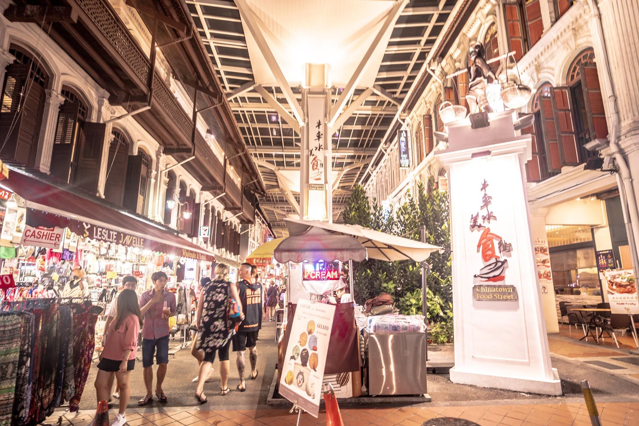 シンガポール Chinatown Food Street1