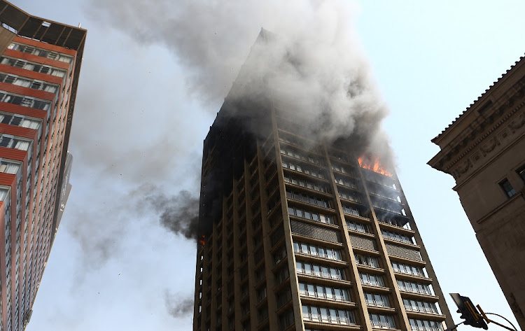 Fire, which resulted in the death of three firefighters, continue to ravage the government building in the Johannesburg city centre.