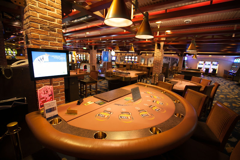 Try your hand at blackjack, craps, roulette, slots, poker and bingo at Gatsby's Casino aboard Ruby Princess.