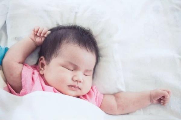 Cho con ngủ trước 8 giờ, bé phát triển mạnh mẽ về thể chất, cảm xúc lẫn trí tuệ