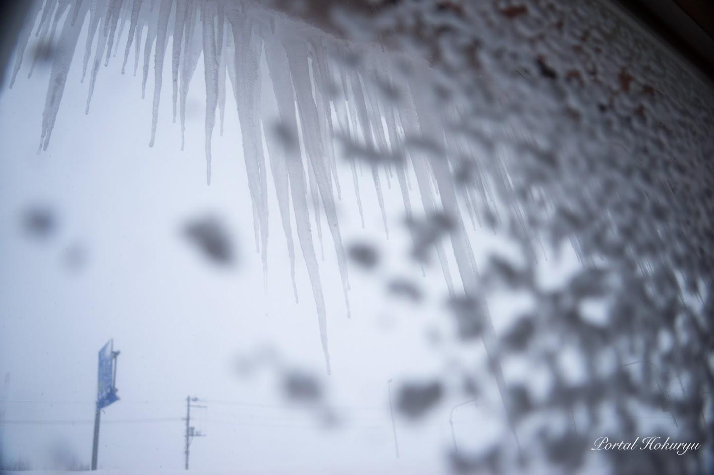 窓の雪模様