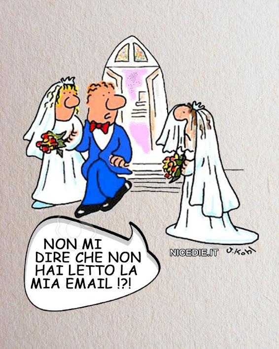 due sposini escono da una chiesa e trovano un'altra sposa sola. lui: non dirmi che non hai letto la mia email.